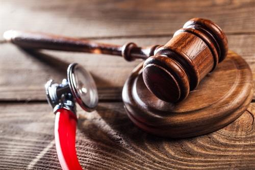 Arzthaftungsprozess: Anforderungen an die Informations- und Substantiierungspflichten der Partei