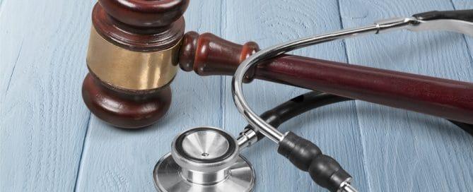 Arzthaftung: Schmerzensgelderhöhung bei Verzögerung der Zahlung durch den Haftpflichtversicherer