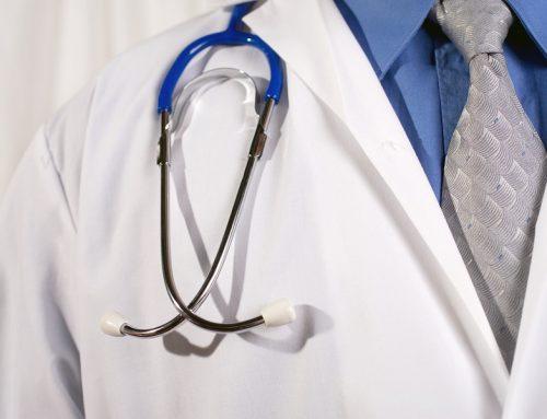 Ablehnung eines medizinischen Sachverständigen: Bewertung eines Parteivortrags ohne gerichtlichen Auftrag