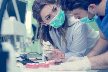 Wann liegt kein zahnärztlicher Behandlungsfehler bei eingegliedertem Zahnersatz vor?