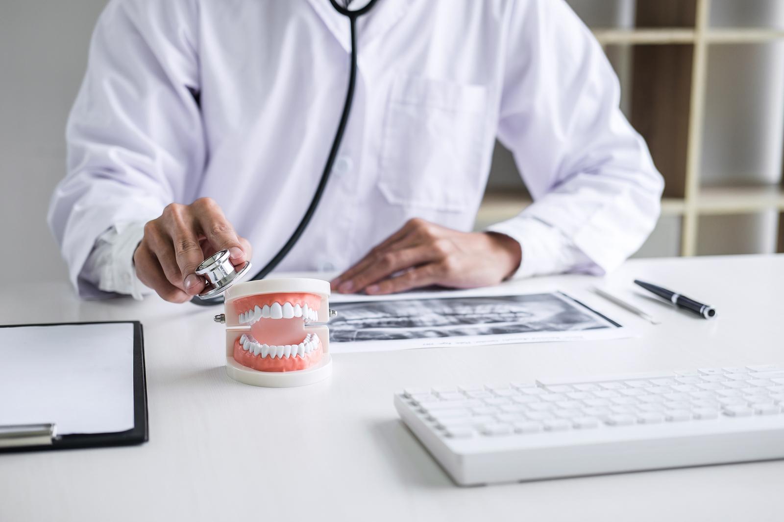 Offene Forderung Zahnarzthonorar bei Schmerzensgeldforderung an Zahnarzt