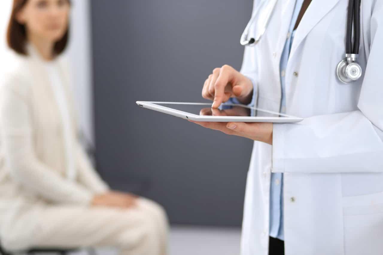 Durchgangsarzt - öffentlich-rechtliche oder privatrechtlichen Haftung bei Behandlung