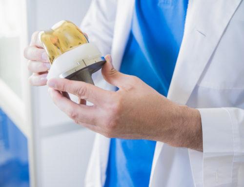 Arzt- und Krankenhaushaftung bei Implantation einer Standard-Knieprothese trotz Nickelallergie