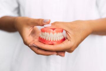 Krankenhausbehandlungsvertrag – Fürsorgepflicht der Klinik für Zahnprothesen des Patienten