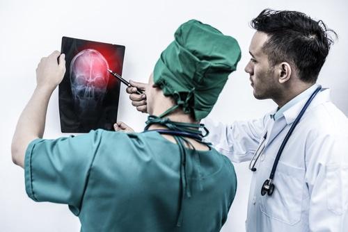Befunderhebungspflicht - Schmerzensgeldanspruch für schwerste Schädigungen durch Gehirnblutungen