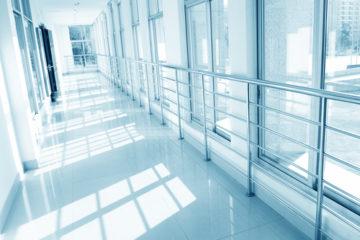 Krankenhaushaftung – Sprung eines verwirrten Patienten aus einem Fenster