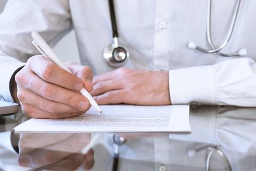 Arzthaftungsprozess - Bewertung eines lückenhaften Sachverständigengutachtens