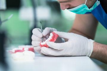 Zahnarzthaftung – Unbrauchbarkeit des Zahnersatzes – Schmerzensgeld
