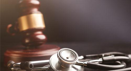 Befunderhebung-/Diagnosefehler bei Patiententod durch Gelenkinfekt nach Hüftgelenksoperation
