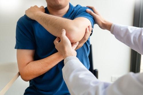 Dauerschaden an Schulter durch grob fehlerhaften operativen Eingriff