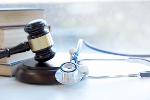 Arzt- bzw. Krankenhaushaftung - Befunderhebungs- und Behandlungsfehlern bei Ulcusperforation