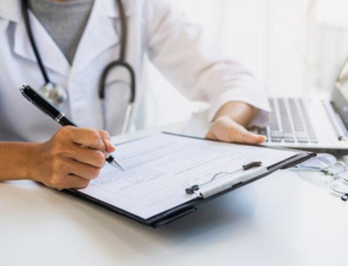 Herausgabe von Behandlungsunterlagen und Kostentragung bei verfrühter Klageerhebung
