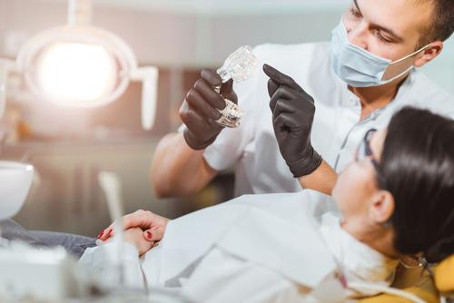 unterbliebene Aufklärung bei fehlerhafter zahnärztlicher Behandlung - Schmerzensgeldanspruch