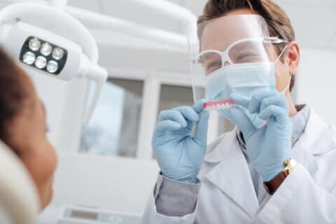 Zahnarztvertrag - Unbrauchbarkeit prothetische Versorgung