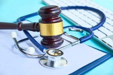 Unterlassen einer Sachverständigenanhörung im Arzthaftungsprozess