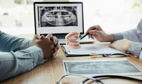 Zahnarzt - Aufklärungspflicht bezüglich Behandlungsalternativen bei prothetischer Zahnbehandlung