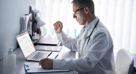 Sachverständigenablehnung im Arzthaftungsprozess - Überschreitung des Gutachterauftrags